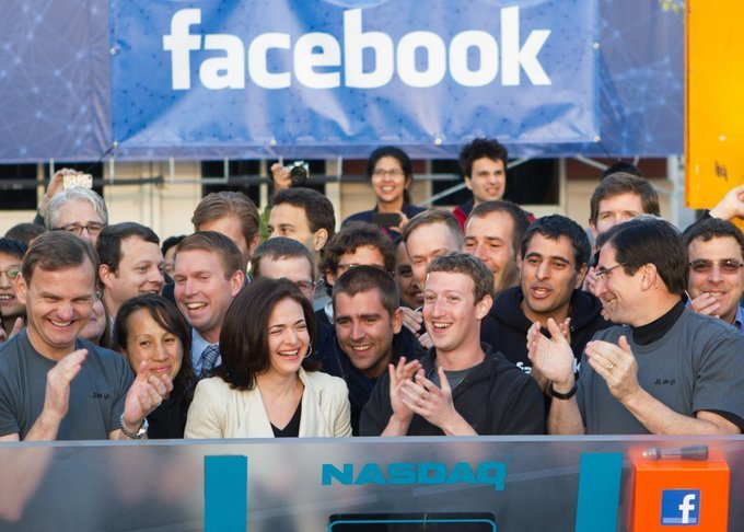 Mark Zuckerberg đã giúp Facebook thống trị thế giới thế nào