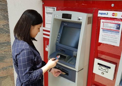 Việc lựa chọn dùng gói sản phẩmthay cho từng sản phẩm riêng lẻ sẽ giúp khách hàng tiết kiệmnhiều khoản phí, trong đó có phí giao dịch tại ATM.