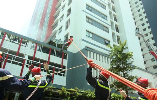 Diễn tập phòng cháy chữa cháy tại chung cư The One Residence