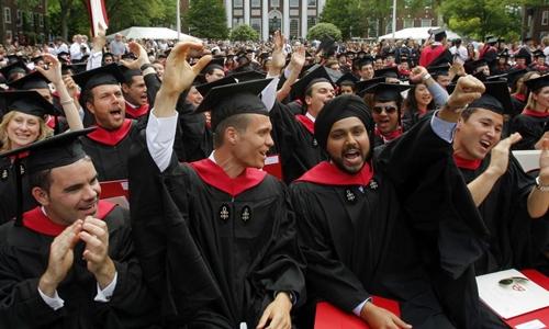 Một buổi lễ tốt nghiệp tại Trường Kinh doanh Harvard. Ảnh: Reuters