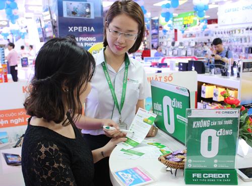 Một quầy cho vay tiêu dùng của FE Credit tại siêu thị điện máy.