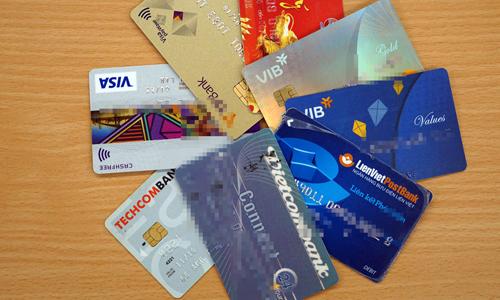 Một số cá nhân giao bán lại thẻ ngân hàng với giá từ 2 đến 3,5 triệu đồng. Ảnh:Anh Tú.