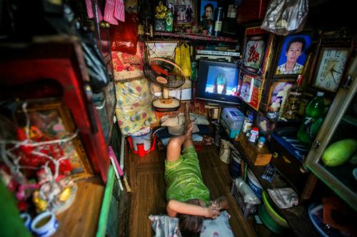 Một căn nhà siêu nhỏ chất đầy đồ đạc ở trung tâm TP HCM. Ảnh: AFP