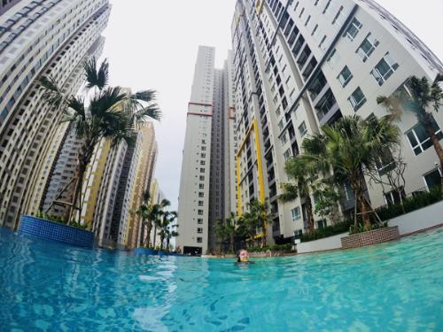 Bể bơi phong cách nghỉ dưỡng ở Seasons Avenue