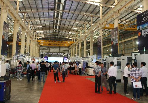 Huayuan Việt Nam giới thiệu giải pháp ép nhựa thông minh
