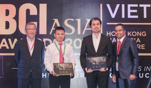 Đại diện Công ty TNHH BE Đông Nam Á và chủ đầu tư Ocean Gate Nha Trang nhận giải thưởng BCI Asia Awards 2018.