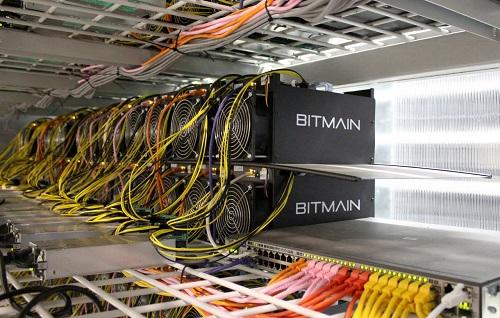 Bộ máy đào tiền ảo nhập khẩu của hãng Bitmain. Ảnh: Reuters.