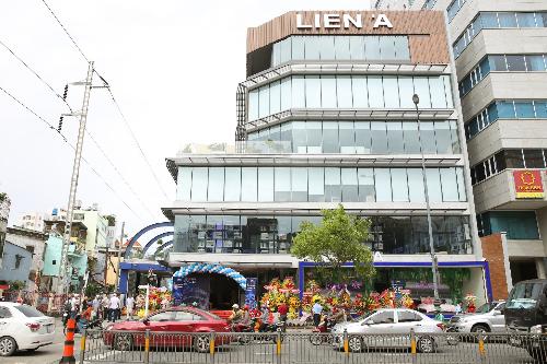 Liên Á ra mắt cửa hàng trưng bày và bán lẻ ở TP HCM