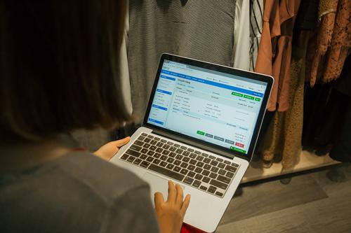 Phần mềm KiotVietgiúp các cửa hàng bán lẻ giải quyết khó khăn trong quá trình quản lý bán hàng.