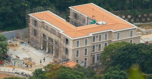 Căn villa 13 Big Wave Bay Road của Pony Ma đang được nâng cấp. Ảnh: SCMP