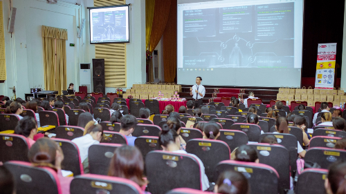 Anh Nguyễn Thành Hưng, đại diện Acecook Việt Nam chia sẻ về bộ kỹ năng 5C vô cùng thực ở cho sinh viên khi bước chân vào môi trường làm việc.