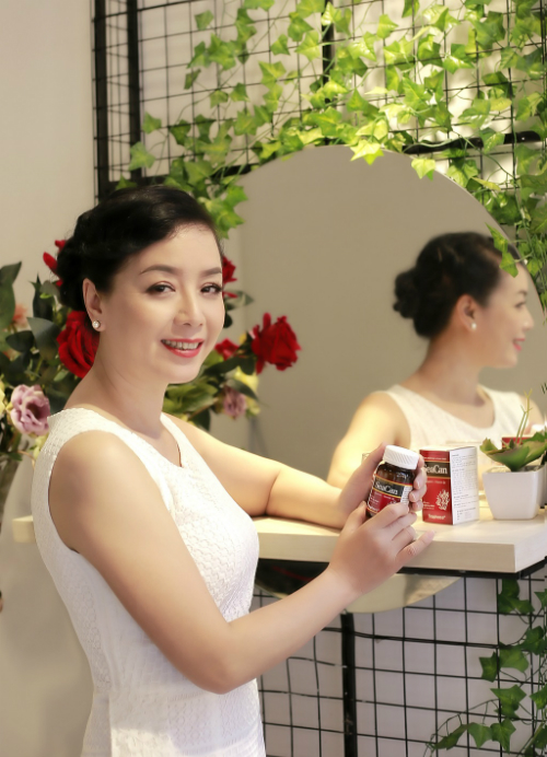 NSƯT Chiều Xuân là nghệ sĩ, doanh nhân thành đạt và được mệnh danh là người đẹp không tuổi