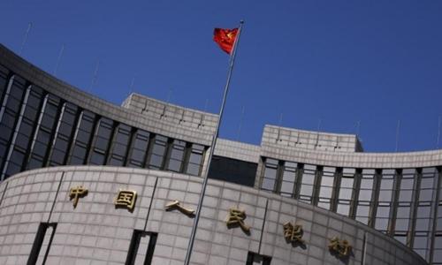 Bên ngoài trụ sở Ngân hàng Trung ương Trung Quốc ở Bắc Kinh. Ảnh: Reuters