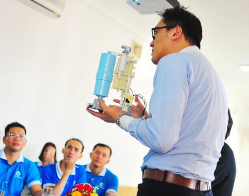 Thế Giới Điện Giải được Panasonic huấn luyện kỹ thuật sửa chữa tấm điện cực - 1