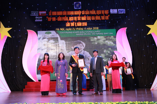 Công ty bảo hiểm nhân thọ Cathay Việt Nam nhận giải thưởng Top 100 sản phẩm tốt nhất cho gia đình, trẻ em 2018 có sản phẩm Thịnh trí an tâm thành tài.