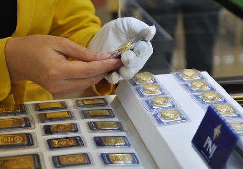 Giá vàng trong nước giảm sáng nay khi giá địa cầu đi xuống. Ảnh: Lệ Chi.