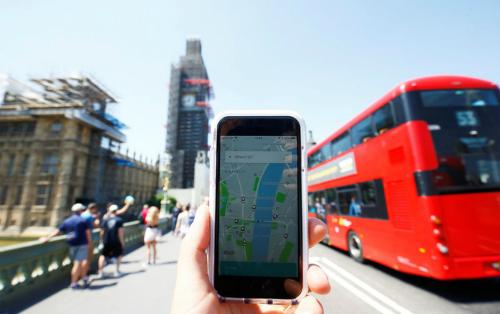 Ứng dụng Uber ở London. Ảnh: Reuters