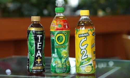 TEA+, Trà xanh Không Độ và C2 là ba thương hiệu đại diện cho Suntory, Tân Hiệp Phát và URC trên phân khúc trà đâyng chai - quy mô ước tính gần 1,7 tỷ USD. Ảnh: Anh Tú