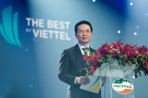 Chủ tịch kiêm Tổng giám đốc Tập đoàn Viettel, Thiếu tướng Nguyễn Mạnh Hùng phát biểu ở sự kiện.