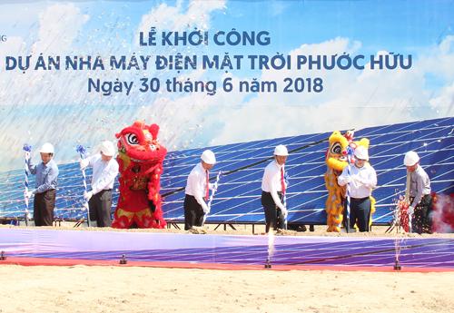 Lễ bắt đầu làm dự án nhà máy điện mặt trời Phước Hữu 1.200 tỷ đồng vừa diễn ra sáng 30/6 ở Ninh Thuận.
