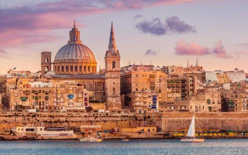 Châu Âu là trọng điểm văn hóa và kinh tế toàn cầu sôi động, phù hợp cho nhiều nhà đầu tư.