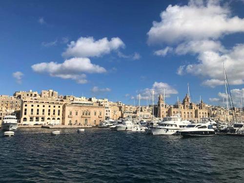 Gia đình khách hàng có thể nhập tịch Malta đồng thời trở thành công dân châu Âu EU chỉ trong vòng 1 năm.