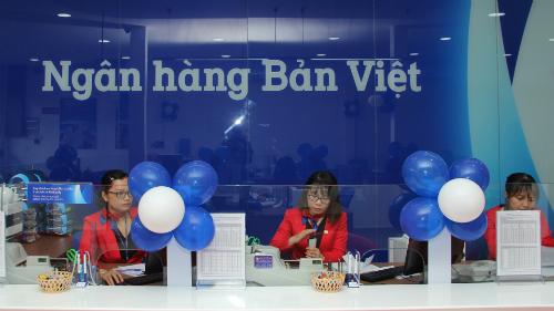 Bản Việt dành nhiều ưu đãi cho KH cá nhân và khách giao dịch tiền gởi tiết kiệm lần đầu, từ 6/7 đến 21/9. Thông tin chi tiết liên hệ có một vài chi nhánh, văn phòng giao dịch gần nhất, hotline1900555596 hoặc truy cập ở đó.