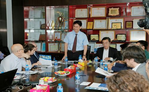 Ông Phạm Trọng Hòa, Phó tổng giám đốc thi công của Phát Đạt trong 1 buổi đón tiếp nhà đầu tư ngoại tiềm năng.