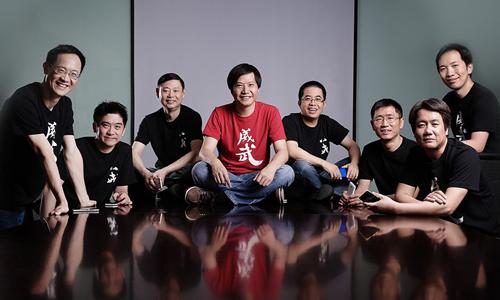 CEO Lei Jun (giữa) cùng 1 vài cùng sự ở Xiaomi. Ảnh: Xiaomi