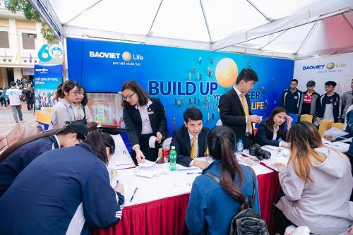 Ngày hội tuyển dụng của Bảo Việt Life ở Đại học Kinh tế Quốc dân.