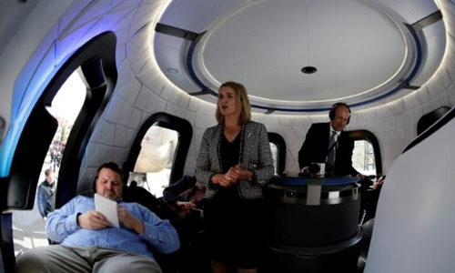 Khoang bay mô phỏng tàu du hành của Blue Origin. Ảnh: Reuters