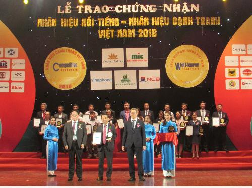 Đại diện Sacombank nhận danh hiệu Top 20 nhãn hiệu nổi tiếng danh tiếng Việt Nam. Mọi tài liệu chi tiết, khách hàng vui lòng liên hệ: Các điểm mua bán Sacombank trên toàn quốc; Hotline 1900 5555 88; Email: ask@sacombank.com; Website: www.sacombank.com.vn hoặc khuyenmai.sacombank.com.