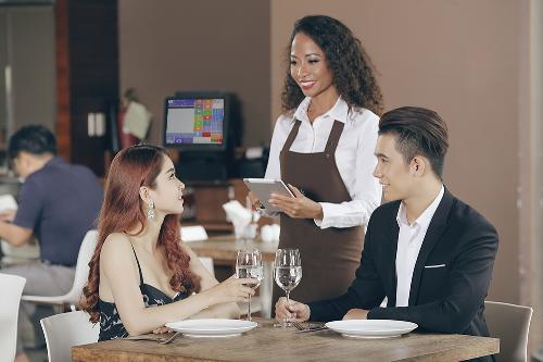 Kinh doanh Nhà hàng: Robot sẽ chẳng thể thay thế con người hoàn toàn - 1