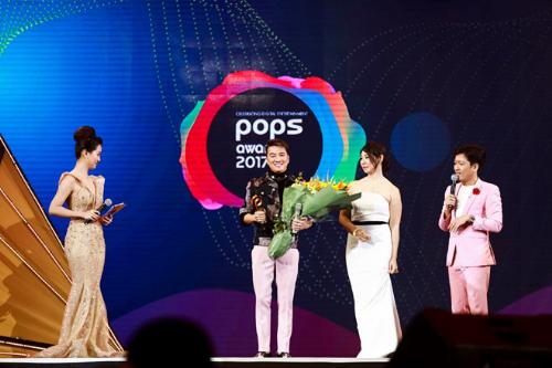 POPS Awards là giải thưởng dành cho 1 số sản phẩm vui chơi số thường niên có sự quy tụ của vô số ngôi sao làng vui chơi Việt.
