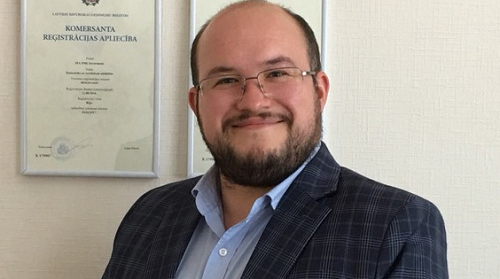 Ông Kristaps Strēlis, Giám đốc điều hành Amber Capital Holding, tập đoàn chuyên trợ giúp đầu tư và đang quản lý danh mục tài sản khá lớn ở 1 số quốc gia châu Âu.