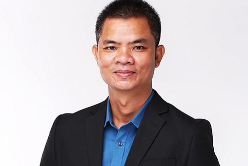 Ông La Quốc Phong, Giám đốc doanh nghiệp trợ giúp du học và đào tạo Huấn Nghệ.