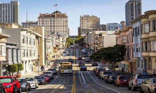 Đường phố đông đúc ở San Francisco. Ảnh: AFP