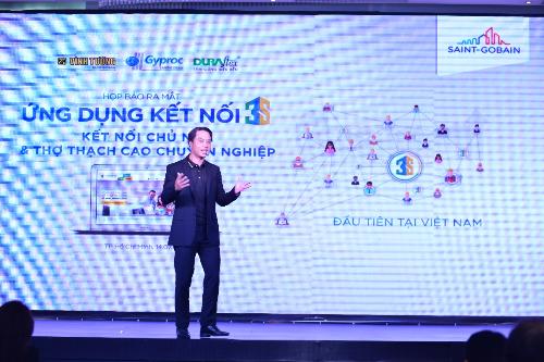 Ông Trần Đức Huy - Tổng giám đốc Saint-Gobain Việt Nam ra mắt áp dụng Kết nối 3S ở họp báo công bố sản phẩm.