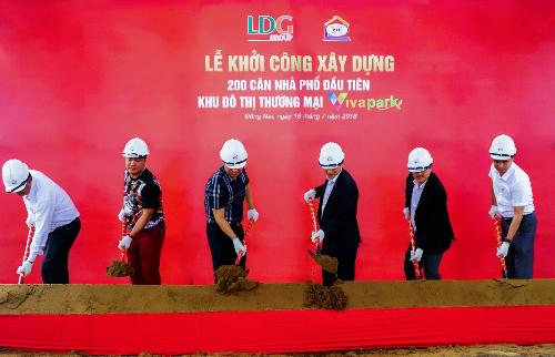 LDG Group vừa bắt đầu làm thi công 200 căn nhà phố Thứ nhất ở khu thành phố thương mại Viva Park. Chủ đầu tư LDG Group Hotline: 0938 460 560