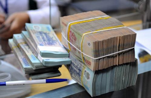 Giao dịch tiền VND ở 1 ngân hàng cổ phần. Ảnh: QH.
