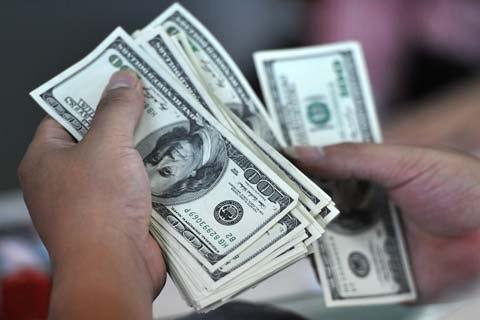USD bật tăng, lãi suất qua đêm liên ngân hàng quay đầu giảm