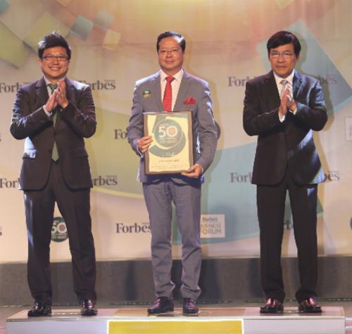 Ong Chu Viet Cuong - Thanh vien HDQT Vietjet - nhan giai thuong