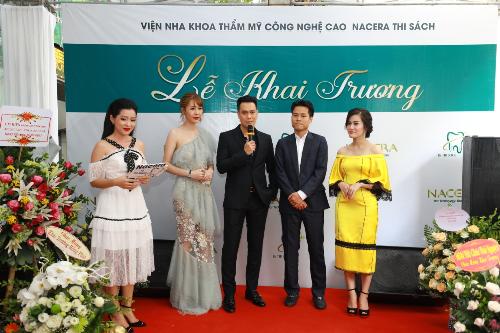 Việt Anh và Quế Vân khai trương Nha khoa quốc tế Nacera, số 16 Thi Sách.