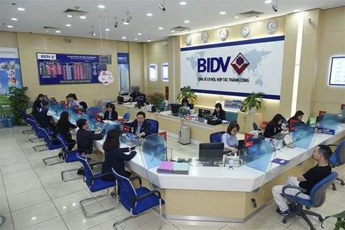 Giao dịch ở 1 chi nhánh của BIDV. Ảnh: PV.