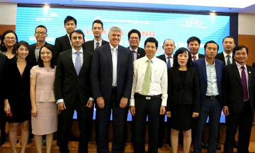 Ban lãnh đạo Sacombank, PwC Việt Nam và CMC SISG ở lễ khởi động dự án Mô hình lượng hóa rủi ro tín dụng.