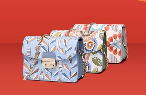 Túi, ví hàng hiệu Venuco Mardrid giá từ 403.150 đồng. Sản phẩm sản xuất ở Tây Ban Nha, làm từ nguyên liệu da PU và Polyester. Có nhiều màu sắc khác nhau cho chị em chọn lọc như từ xanh, xanh biển phối có nhiều tông màu khác nhau.