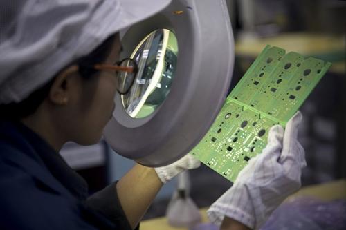 Công nhân 1 nhà máy lắp ráp đồ điện tử ở Trung Quốc. Ảnh: Bloomberg