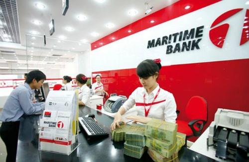 Giao dịch ở 1 chi nhánh của Maritime Bank. Ảnh: PV.
