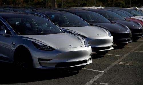 Những chiếc Tesla Model 3 mới ở 1 bãi đỗ ở California (Mỹ). Ảnh: Reuters