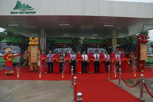 Lễ cắt băng khai trương tuyến buýt CNG Thứ nhất của Hà Nội.